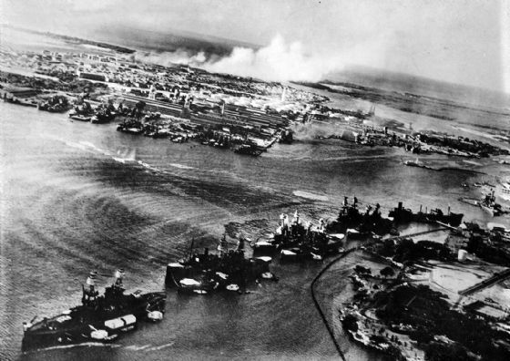Torpedo Planes Attack Battleship Row, Pearl Harbour, Hawaii. World War 2 Print/Poster (4819)